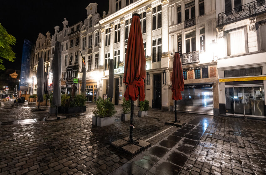 BRUSSELS, BELGIUM - OCTOBER 20: The terraces of the restaurants of the Grand-Place in Brussels are closed for a minimum of one month on October 20, 2020 in Brussels, Belgium. Bars and restaurants in Brussels have been ordered to shut for a month in a bid to curb rising Covid-19 cases. Belgium has recorded an average of 7,876 new daily infections over the last seven days, a 79% rise on the previous week. (Photo by Jean-Christophe Guillaume/Getty Images)