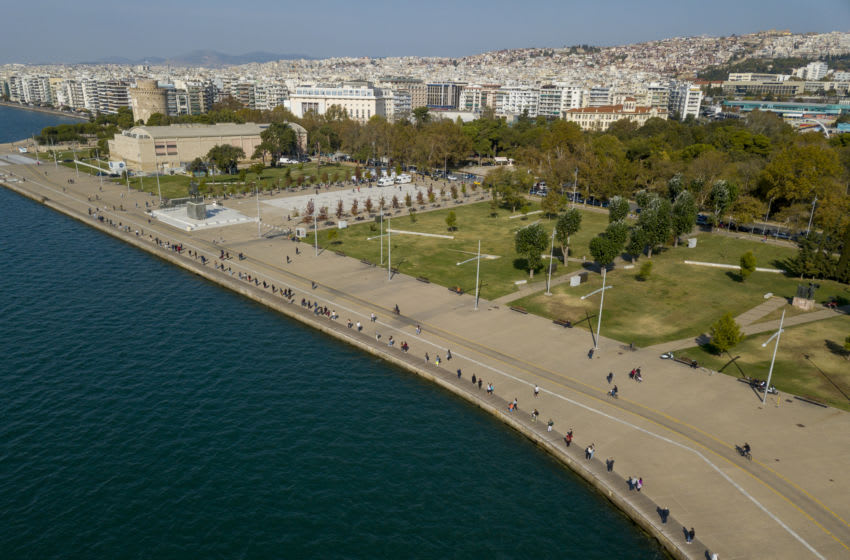 THESSALONIKI, GREECE - OCTOBER 29: Aerial view of people waiting in a queue who are waiting to give samples for rapid COVID-19 coronavirus testing in the waterfront of Thessaloniki on October 29, 2020 in Thessaloniki ,Greece. After an increase in the infection rate throughout Greece, Thessaloniki is preparing to contain the arrival of a second possible wave of Covid19. (Photo by Athanasios Gioumpasis/Getty Images)