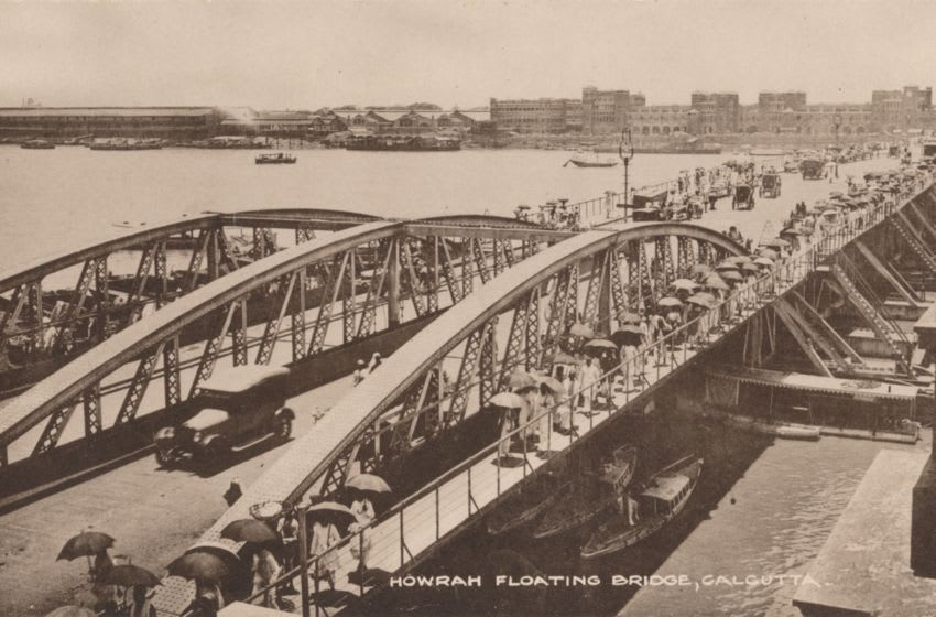 Howrah Floating Bridge, Calcutta', 1905. Howrah Bridge, a pontoon bridge over the Hooghly River in West Bengal, India. The Government of Bengal passed the Howrah Bridge Act in the year 1871 under the Bengal Act IX of 1871. A contract was signed with Bradford Leslie (1831-1926) to construct a pontoon bridge. Parts of the bridge were constructed in England and shipped to Calcutta, where they were assembled. The bridge was completed in 1874. [The Commercial Union, Calcutta, circa 1905]. Artist: Unknown. (Photo by The Print Collector/Getty Images)
