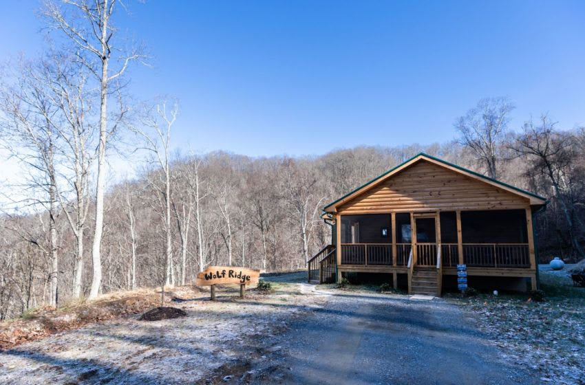 The log cabin home of Vangie Stephens and Tommy Stephens in Cherokee designed by Vangie. How Stephens Mb36 01172019