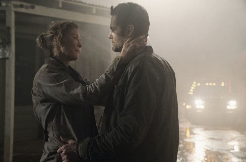 Jenna Elfman as June, Garret Dillahunt as John Dorie- Fear the Walking Dead _ Season 5, Episode 3 - Photo Credit: Ryan Green/AMC