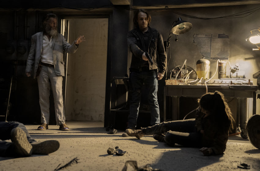 Alycia Debnam-Carey as Alicia Clark, John Glover as Teddy, Nick Stahl as Riley - Fear the Walking Dead _ Season 6, Episode 11 - Photo Credit: Ryan Green/AMC