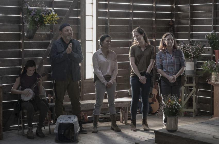 Alexa Nisenson as Charlie, Rubén Blades as Daniel Salazar, Karen David as Grace, Holly Curran as Janis, Peggy Schott as Tess - Fear the Walking Dead _ Season 5, Episode 16 - Photo Credit: Van Redin/AMC