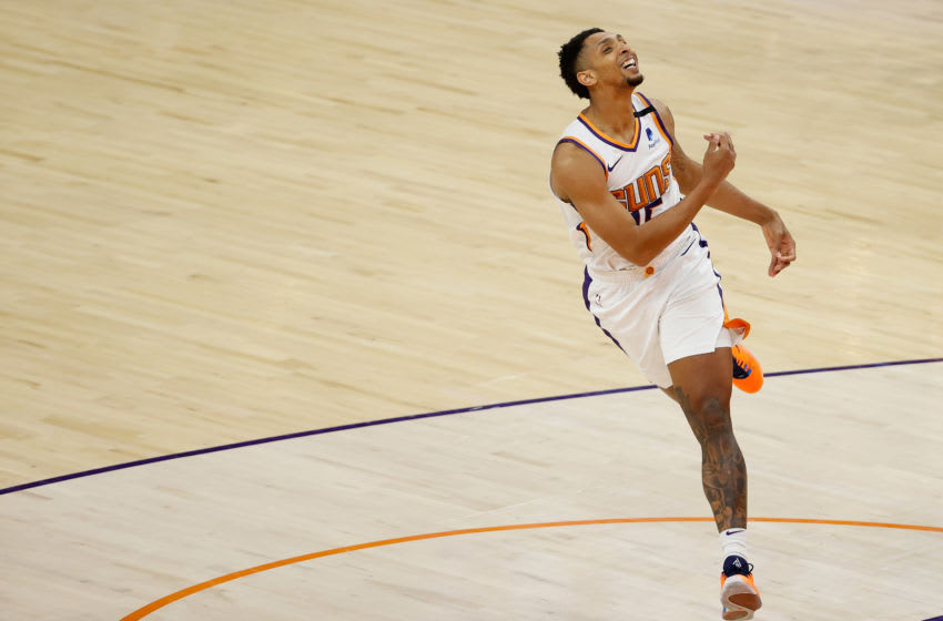PHOENIX, ARIZONA - MARCH 15: Cameron Payne #15 of the Phoenix Suns reacts to a three-point shot against the Memphis Grizzlies during the second half of the NBA game at Phoenix Suns Arena on March 15, 2021 in Phoenix, Arizona. NOTE TO USER: User expressly acknowledges and agrees that, by downloading and or using this photograph, User is consenting to the terms and conditions of the Getty Images License Agreement. (Photo by Christian Petersen/Getty Images)