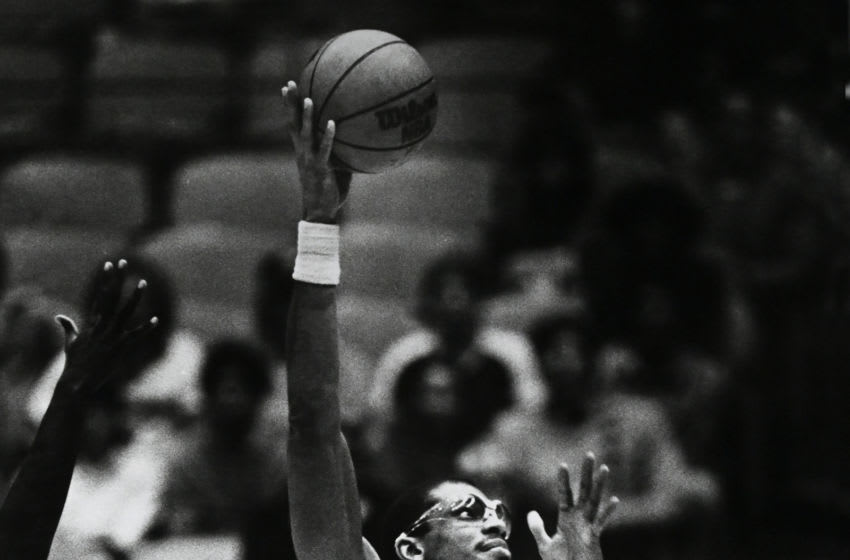 LOS ANGELES, CA - DECEMBER 19, 1982 : Kareem Abdul-Jabbar #33 of the Los Angeles Lakers shoots a skyhook during a game against the Dallas Mavericks at The Forum, Los Angeles, California. NOTE TO USER: User expressly acknowledges and agrees that, by downloading and/or using this Photograph, user is consenting to the terms and conditions of the Getty Images License Agreement. (Photo by Jayne Kamin-Oncea/Getty Images)
