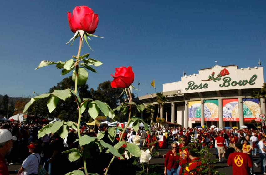 PASADENA, CA - JANUARY 01: Fans enter the stadium before the game between the USC Trojans and the Penn State Nittany Lions at the 95th Rose Bowl Game presented by Citi on January 1, 2009 at the Rose Bowl in Pasadena, California. (Photo by Harry How/Getty Images)