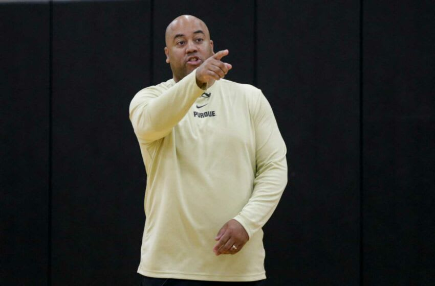 Purdue associate head coach Micah Shrewsberry calls out a play during a basketball practice, Wednesday, Sept. 25, 2019, at Mackey Arena's Cardinal Court in West Lafayette. Pmen Practice