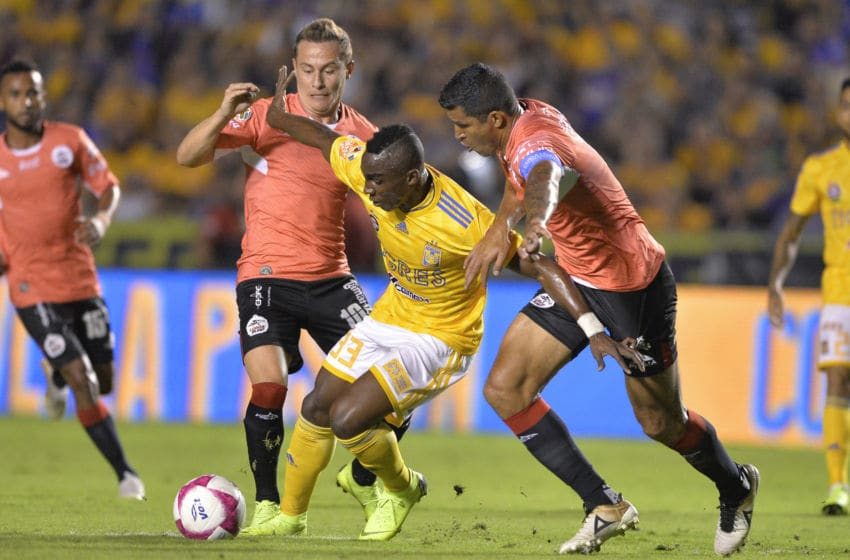 MONTERREY, MEXICO - OCTOBER 27: Julian Quinones of Tigres fights for the ball with Abraham Gonzalez and Francisco Rodriguez of Lobos during the 14th round match between Tigres UANL and Lobos BUAP as part of Torneo Apertura 2018 Liga MX at Universitario Stadium on October 27, 2018 in Monterrey, Mexico. (Photo by Azael Rodriguez/Getty Images)