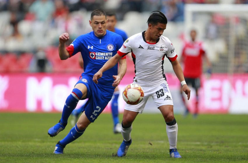 MEXICO CITY, MEXICO - NOVEMBER 10: Pablo Aguilar (L) of Cruz Azul fights for the ball with Michaell Chirinos (R) of Lobos BUAP during a 16th round match between Cruz Azul and Lobos BUAP as part of Torneo Apertura 2018 Liga MX at Azteca Stadium on November 10, 2018 in Mexico City, Mexico. (Photo by Mauricio Salas/Jam Media/Getty Images)