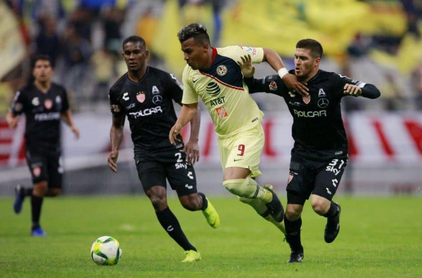Roger Martinez is pursued by Necaxa defenders Brayan Beckeles (left) and Ventura Alvarado of Necaxa during a Copa MX match last season. (Photo by Mauricio Salas/Jam Media/Getty Images)