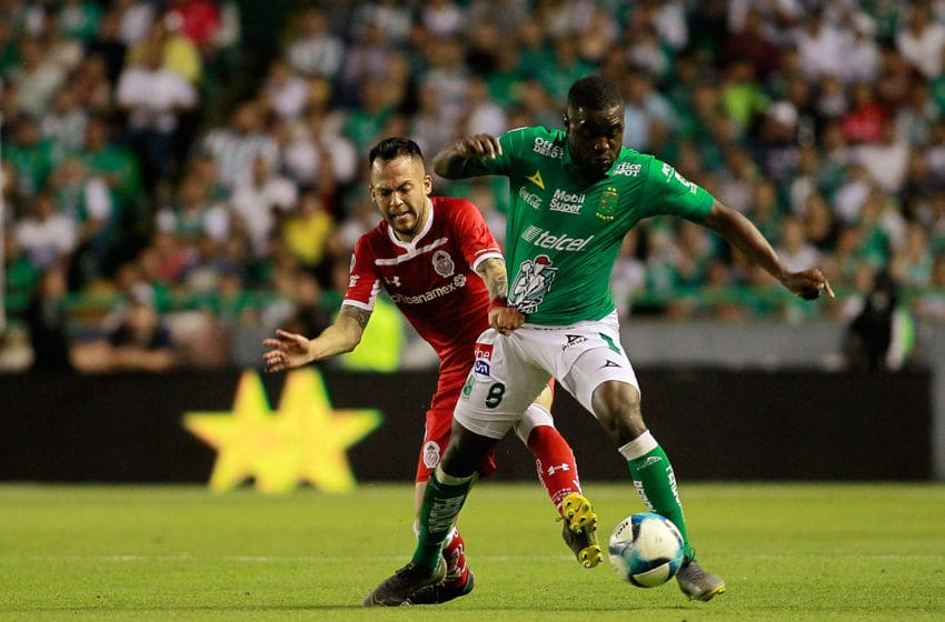 LEON, MEXICO - FEBRUARY 16: Rodrigo Salinas (L) of Toluca and Joel Campbell (R) of Leon compete for the ball during the seventh round match Leon and Toluca as part of the Torneo Clausura 2019 Liga MX at Leon Stadium on February 16, 2019 in Leon, Mexico. (Photo by Cesar Gomez/Jam Media/Getty Images)