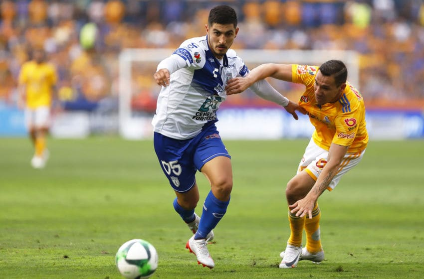 MONTERREY, MEXICO - MAY 11: Victor Guzman (L) of Pachuca fights for the ball with Jesus Duenas (R) of Tigres during the quarterfinals second leg match between Tigres UANL and Pachuca as part of the Torneo Clausura 2019 Liga MX at Universitario Stadium on May 11, 2019 in Monterrey, Mexico. (Photo by Alfredo Lopez/Jam Media/Getty Images)