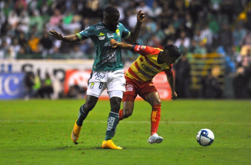 Joel Campbell (left) of Leon harasses Candido Ramirez of Morelia during their Matchday 17 game. (Photo by VICTOR CRUZ/AFP via Getty Images)