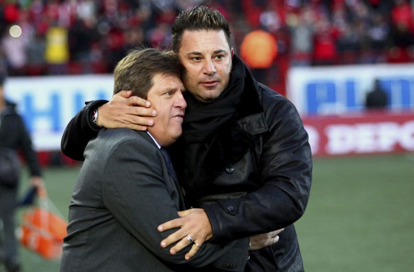 Antonio Mohamed (right) hugs Miguel Herrera before a February 2013 match between Tijuana and America. (Photo by Fausto Vargas/Jam Media/LatinContent via Getty Images)