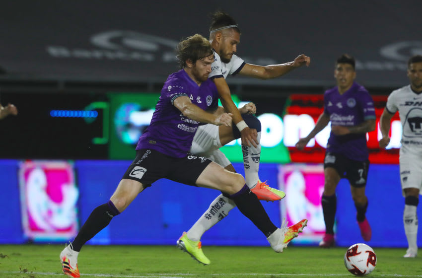 MAZATLAN, MEXICO - AUGUST 15: Fernando Aristeguieta #9 of Mazatlan FC fights for the ball with Nicolas Freire #23 of Pumas UNAM during the 5th round match between Mazatlan FC and Pumas UNAM as part of the Torneo Guard1anes 2020 Liga MX at Kraken Stadium on August 15, 2020 in Mazatlan, Mexico. (Photo by Sergio Mejia/Getty Images)