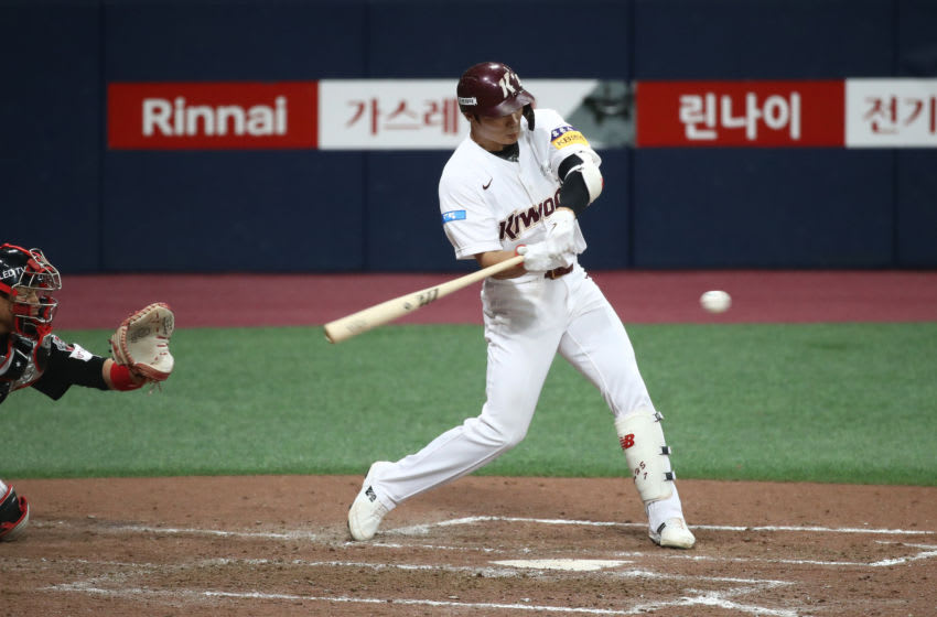 SEOUL, SOUTH KOREA - JUNE 06: Infielder Kim Ha-Seong #7 of Kiwoom Heroes hits a double in the bottom of the seventh inning during the KBO League game between LG Twins and Kiwoom Heroes at the Gocheok Sky Dome on June 06, 2020 in Seoul, South Korea. (Photo by Chung Sung-Jun/Getty Images)