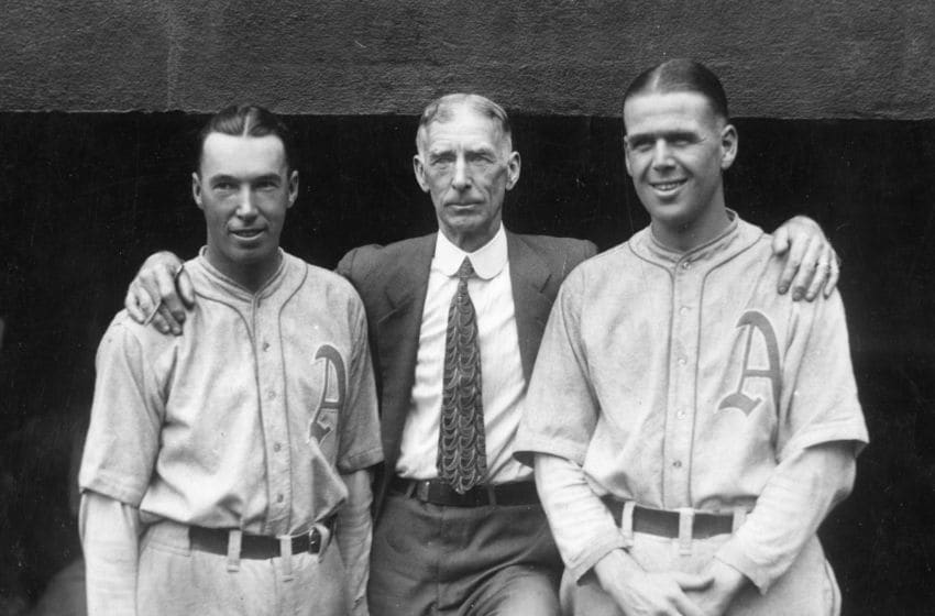 PHILADELPHIA - SEPTEMBER 11, 1928. The Philadelphia Athletics owner, Connie Mack, center, is flanked by outfielder Mule Haas, left, and pitcher George Earnshaw in Shibe Park during the pennant drive on September 11, 1930. (Photo by Mark Rucker/Transcendental Graphics, Getty Images)