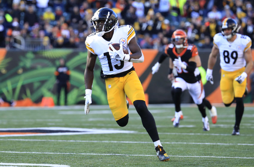 CINCINNATI, OHIO - NOVEMBER 24: James Washington #13 of the Pittsburgh Steelers runs for a touchdown against the Cincinnati Bengals at Paul Brown Stadium on November 24, 2019 in Cincinnati, Ohio. (Photo by Andy Lyons/Getty Images)