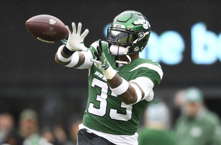 EAST RUTHERFORD, NEW JERSEY - NOVEMBER 24: Jamal Adams #33 of the New York Jets catches the ball during warmups prior to the game against the Oakland Raiders at MetLife Stadium on November 24, 2019 in East Rutherford, New Jersey. (Photo by Sarah Stier/Getty Images)