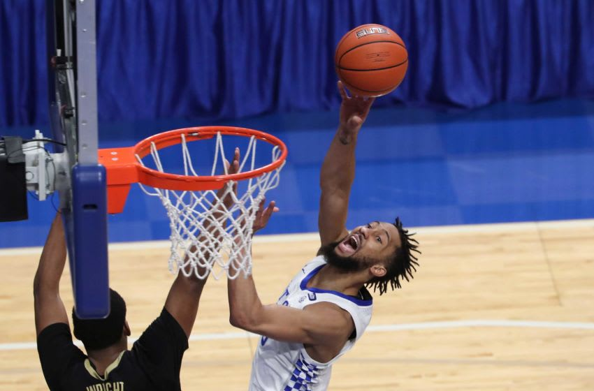Kentucky's Davion Mintz shoots against Vanderbilt