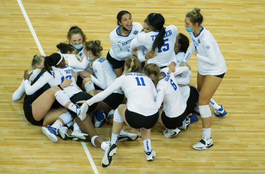 The Kentucky Wildcats celebrate the win over Washington (Credit: Steven Branscombe-USA TODAY Sports)