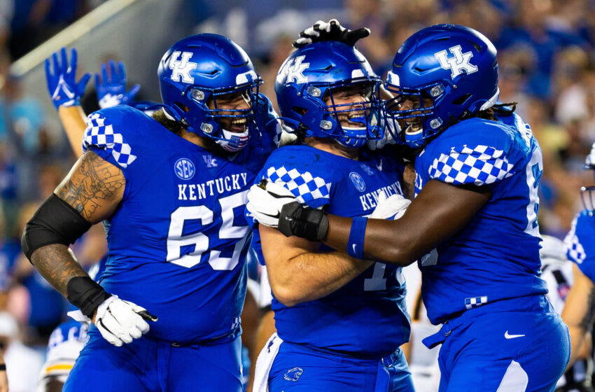 Kentucky's Darian Kinnard (65), Eli Cox (75) and Kenneth Horsey (Credit: Jordan Prather-USA TODAY Sports