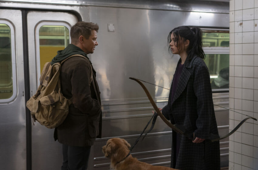 (L-R): Hawkeye/Clint Barton (Jeremy Renner) and Kate Bishop (Hailee Steinfeld) in Marvel Studios' HAWKEYE, exclusively on Disney+. Photo by Mary Cybulski. ©Marvel Studios 2021. All Rights Reserved.