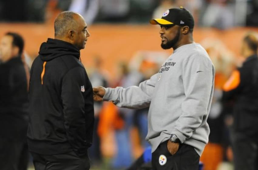 Jan 9, 2016; Cincinnati, OH, USA; Cincinnati Bengals head coach Marvin Lewis and Pittsburgh Steelers head coach Mike Tomlin talk before the AFC Wild Card playoff football game at Paul Brown Stadium. Mandatory Credit: Christopher Hanewinckel-USA TODAY Sports