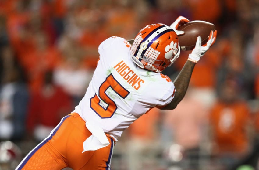 SANTA CLARA, CA - JANUARY 07: Tee Higgins #5 of the Clemson Tigers makes a catch against the Alabama Crimson Tide in the CFP National Championship presented by AT&T at Levi's Stadium on January 7, 2019 in Santa Clara, California. (Photo by Ezra Shaw/Getty Images)