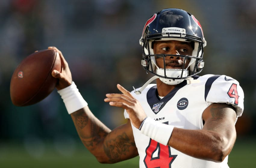 GREEN BAY, WISCONSIN - AUGUST 08: Deshaun Watson #4 of the Houston Texans warms up before a preseason game against the Green Bay Packers at Lambeau Field on August 08, 2019 in Green Bay, Wisconsin. (Photo by Dylan Buell/Getty Images)