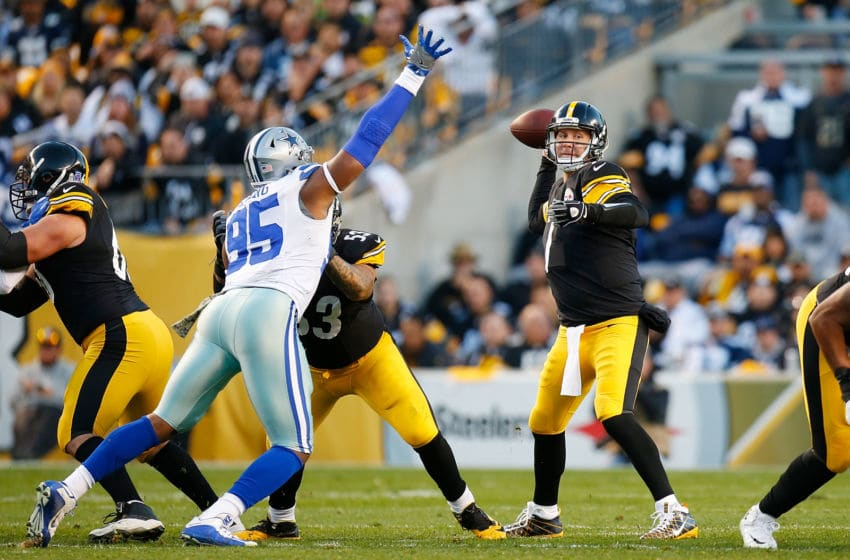 PITTSBURGH, PA - NOVEMBER 13: Ben Roethlisberger #7 of the Pittsburgh Steelers looks downfield as David Irving #95 of the Dallas Cowboys attempts to break up the pass in the first quarter during the game at Heinz Field on November 13, 2016 in Pittsburgh, Pennsylvania. (Photo by Justin K. Aller/Getty Images)