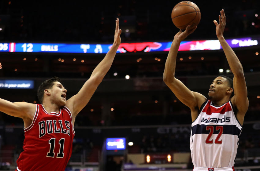 WASHINGTON, DC - JANUARY 10: Otto Porter Jr. #22 of the Washington Wizards shoots in front of Doug McDermott #11 of the Chicago Bulls during the first half at Verizon Center on January 10, 2017 in Washington, DC. (Photo by Patrick Smith/Getty Images)