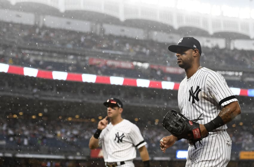 NEW YORK, NEW YORK - JULY 31: Aaron Hicks #31 of the New York Yankees and Mike Tauchman #39 head toward the dugout during the fifth inning of the game against the Arizona Diamondbacks at Yankee Stadium on July 31, 2019 in the Bronx borough of New York City. (Photo by Sarah Stier/Getty Images)