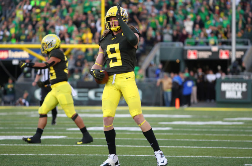 EUGENE, OREGON - OCTOBER 05: Brenden Schooler #9 of the Oregon Ducks signals for a first down after completing a catch in the second quarter against the California Golden Bears during their game at Autzen Stadium on October 05, 2019 in Eugene, Oregon. (Photo by Abbie Parr/Getty Images)