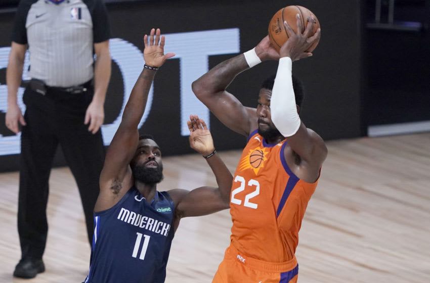 LAKE BUENA VISTA, FLORIDA - AUGUST 13: Deandre Ayton #22 of the Phoenix Suns passes over Tim Hardaway Jr. #11 of the Dallas Mavericks in the first half at AdventHealth Arena at ESPN Wide World Of Sports Complex on August 13, 2020 in Lake Buena Vista, Florida. NOTE TO USER: User expressly acknowledges and agrees that, by downloading and or using this photograph, User is consenting to the terms and conditions of the Getty Images License Agreement. (Photo by Ashley Landis-Pool/Getty Images)