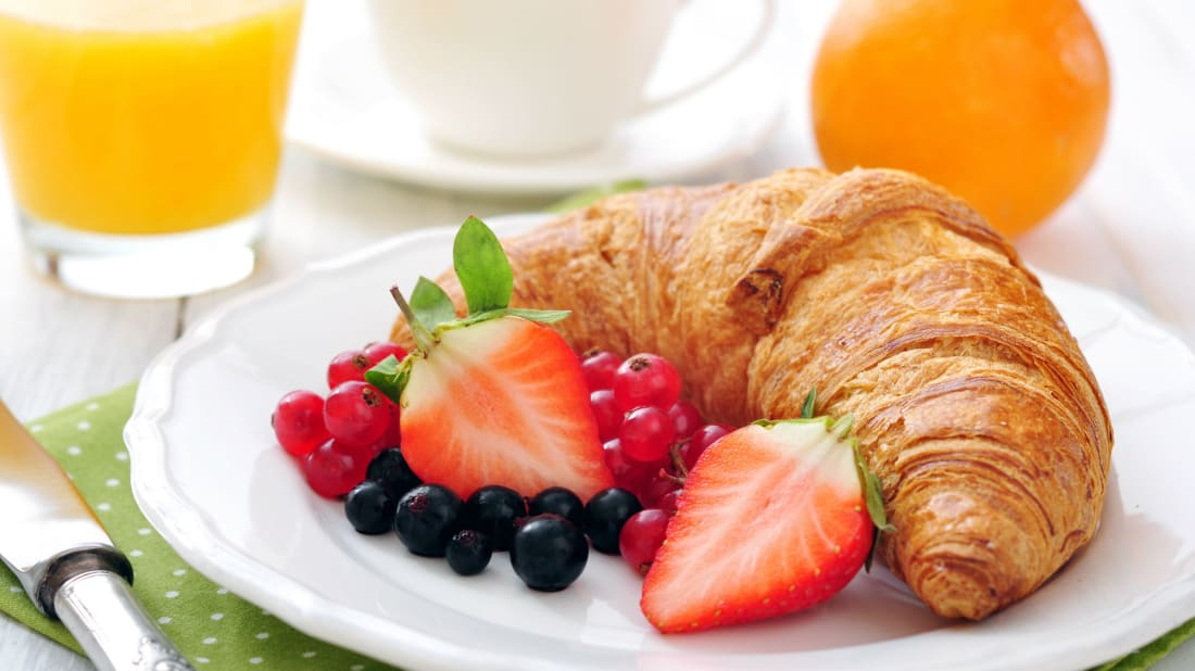 Hotels often offer a complimentary pastry and fruit breakfast.