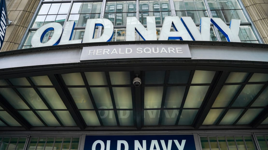 Old Navy is encouraging employees to lend a hand on Election Day.