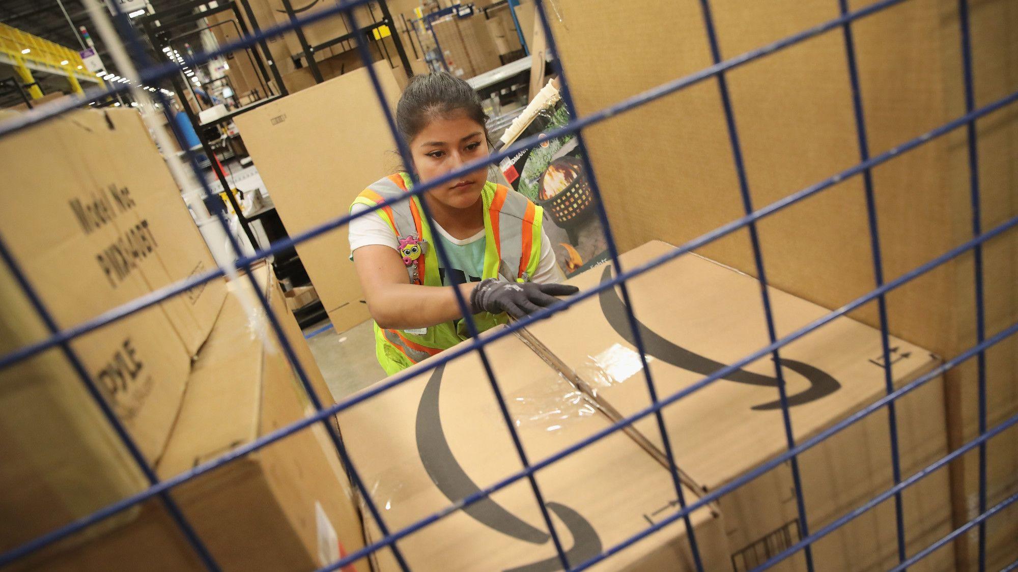 16 Secrets of Amazon Warehouse Employees