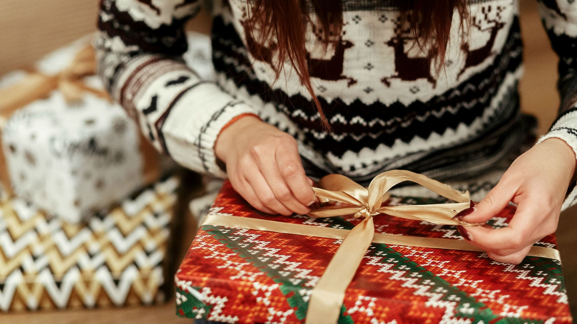 An Ingenious Way to Wrap Holiday Presents in Seconds