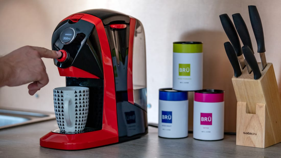 This Automated Tea Machine Brews Tea Bags and Loose Leaves With the Convenience of a Keurig