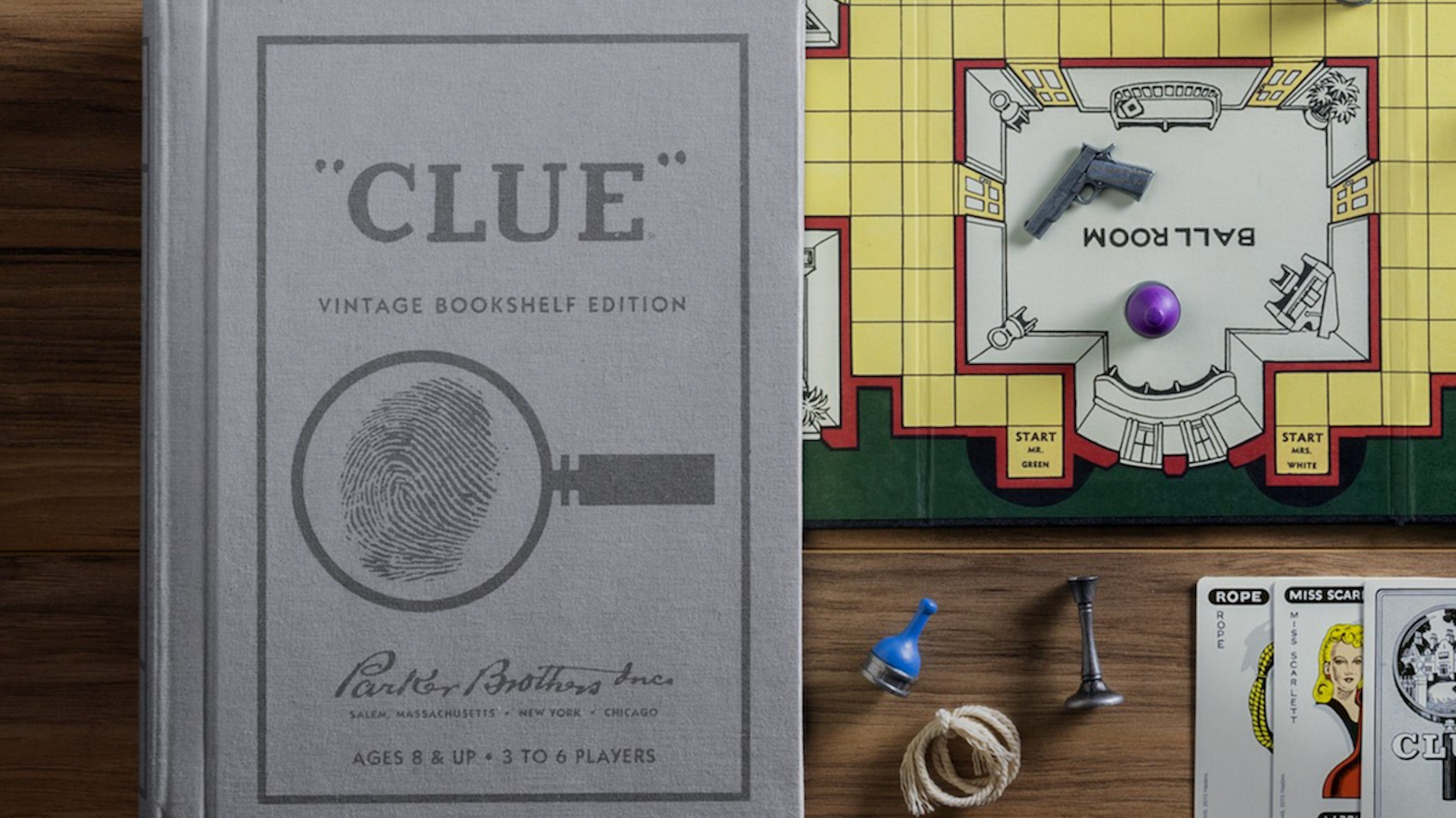 This Gorgeous Vintage Edition of <em>Clue</em> Sets the Perfect Mood for a Murder Mystery