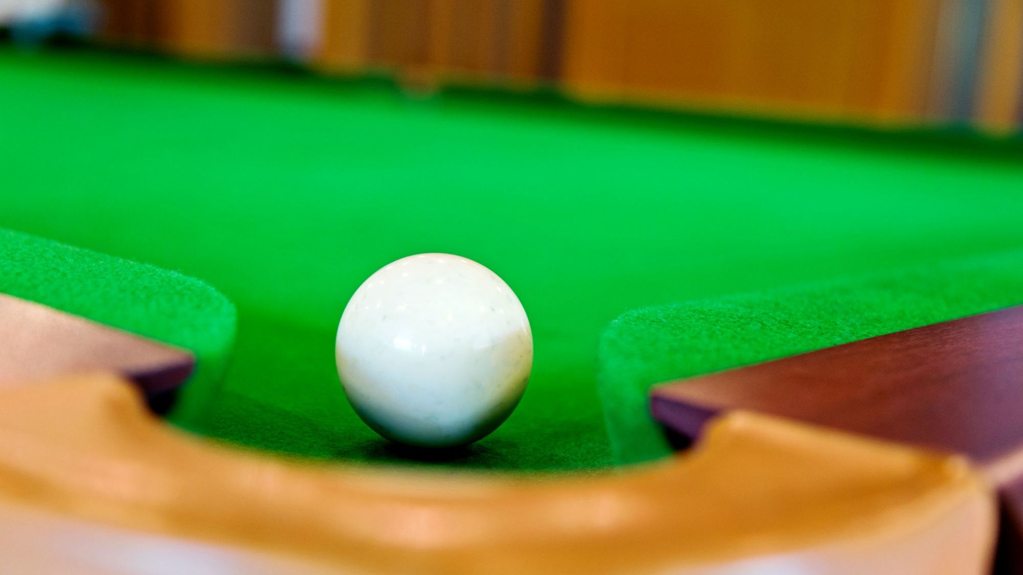 Aramith Green Dot Weighted and Magnetic Pool//Billiard Cue Ball Coin-Op Tables