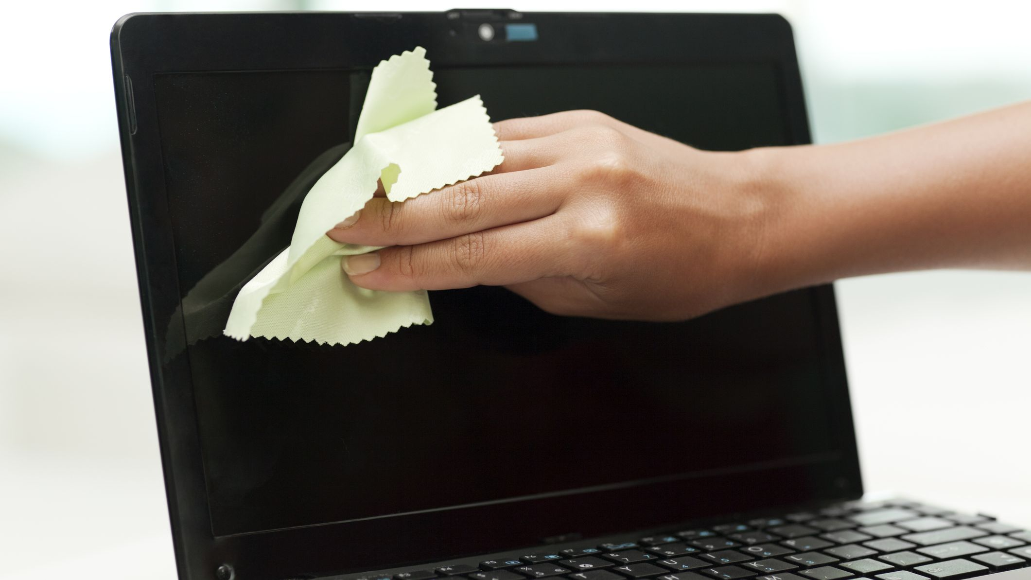 5 Tips for Cleaning Your Laptop, Both Inside and Out