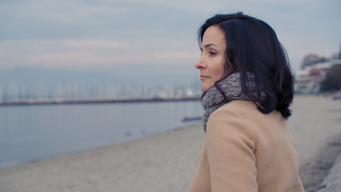 Sarah Edmondson in a scene from The Vow (2020).