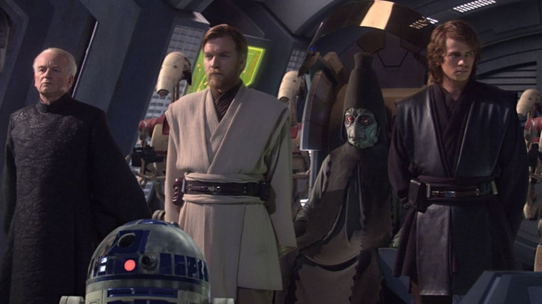 Ian McDiarmid, Kenny Baker, Ewan McGregor, Colin Ware, and Hayden Christensen in Star Wars: Episode III - Revenge of the Sith (2005).