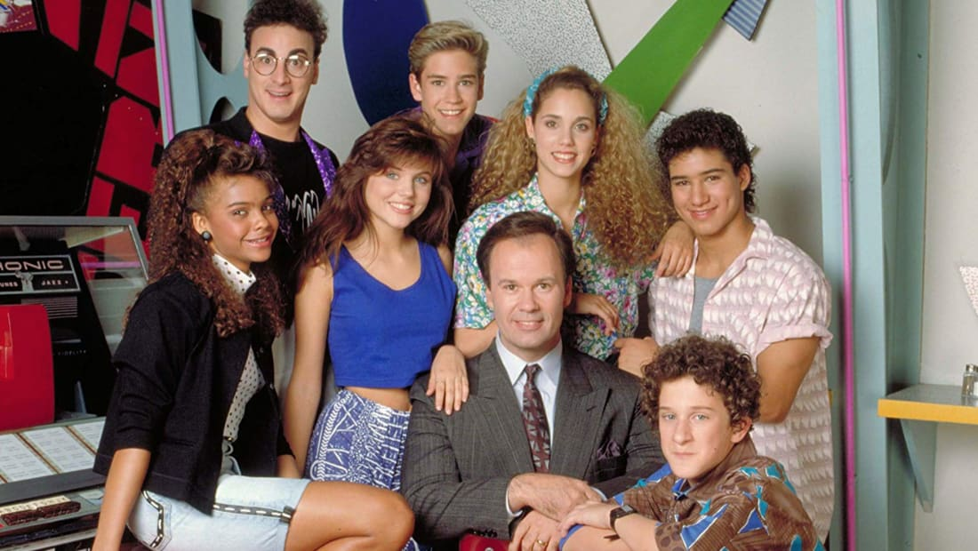 Elizabeth Berkley, Mark-Paul Gosselaar, Tiffani Thiessen, Ed Alonzo, Dustin Diamond, Dennis Haskins, Mario Lopez, and Lark Voorhies in Saved by the Bell.