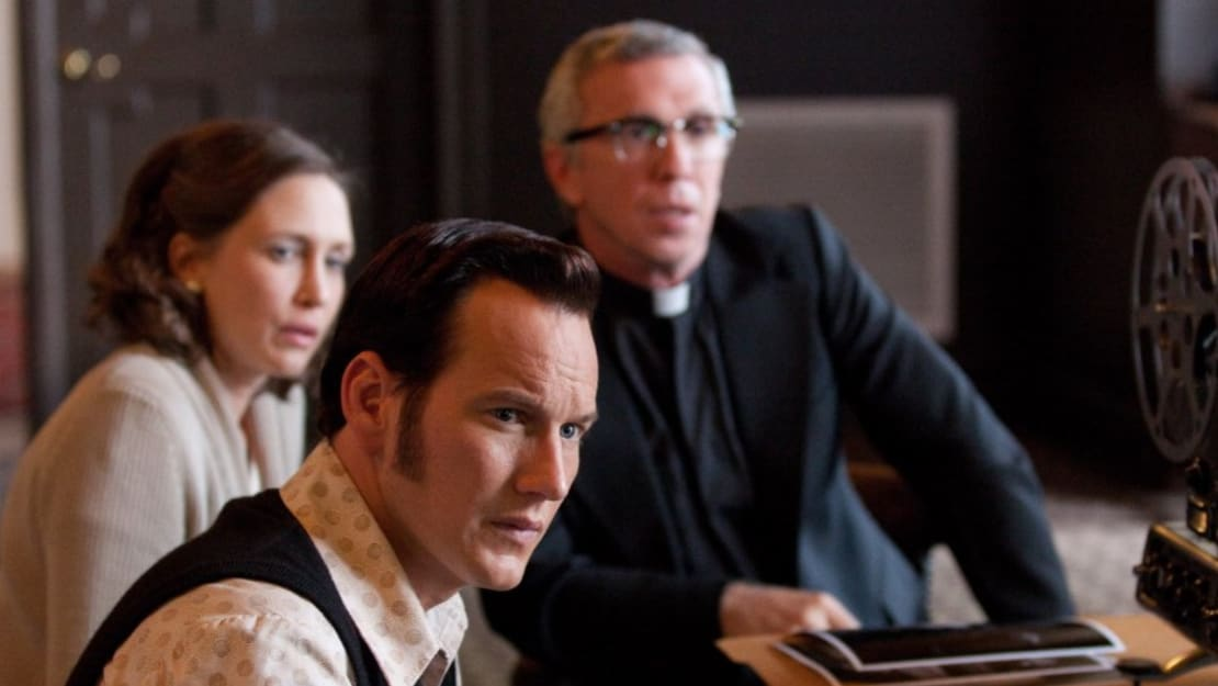 Patrick Wilson, Vera Farmiga, and Steve Coulter in The Conjuring (2013).