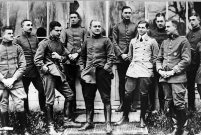 The Red Baron (center) posing with fellow German military officers.