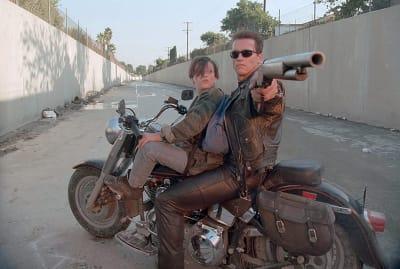 Edward Furlong and Arnold Schwarzenegger in Terminator 2: Judgment Day (1991).