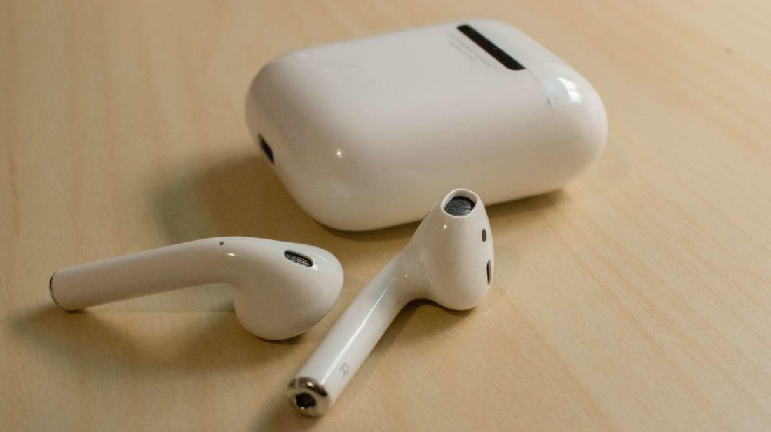 Apple AirPods ou um minúsculo dispositivo de um uniforme de Stormtrooper?